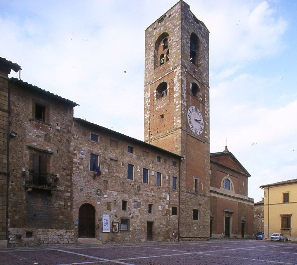 Cosa vedere monteriggioni porta del medioevo for Gr2 arredamenti colle val d elsa